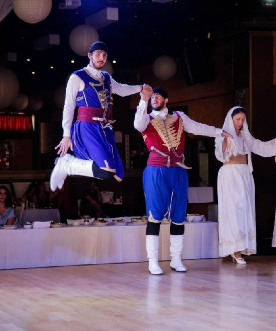 Traditional Cretan Dancing Lessons (6)